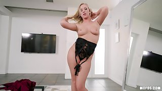 Astonishing blonde MILF Bailey Brooke opens her indiscretion wide for cum